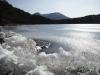 氷結した霧島の白紫池